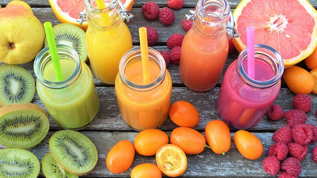 what are the risks of a juicing diet?
